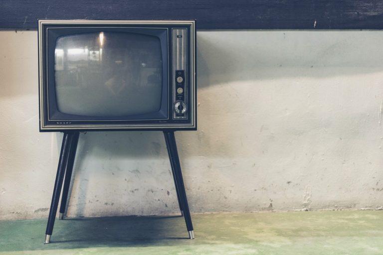 Wieczorny odetchnięcie przed telewizorem, czy też niedzielne filmowe popołudnie, umila nam czas wolny ,a także pozwala się zrelaksować.